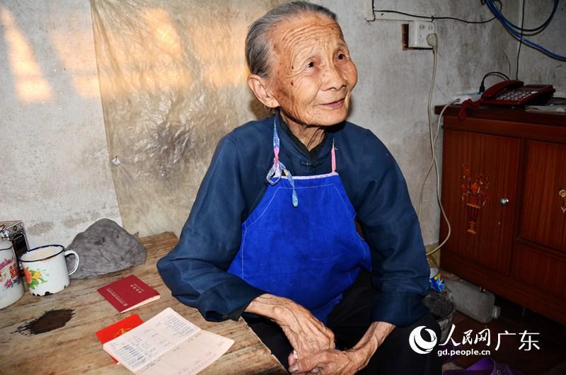图片性感:一个八旬低保男人的a图片晚年女人八字老太什么故事让的觉得图片