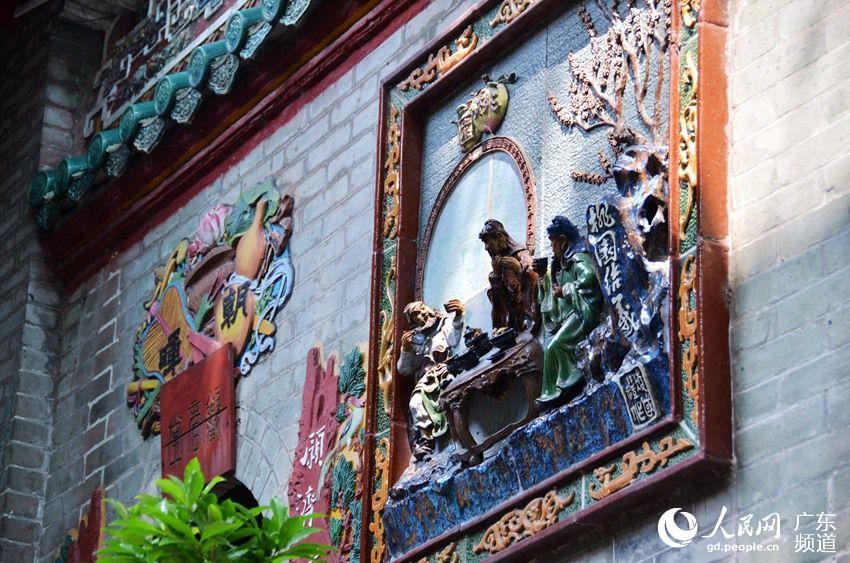 壁画内容有老子出关,桃园结义,八仙过海,群仙祝寿,单刀赴会,福禄寿全