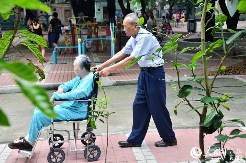 图片故事:耄耋老人相爱60年 用一生诠释我爱你