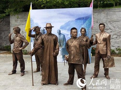 雕塑讲抗战故事