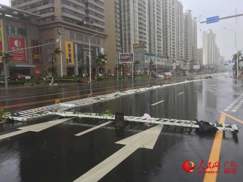 【高清】台风眼中的广东湛江:台风登陆进行时