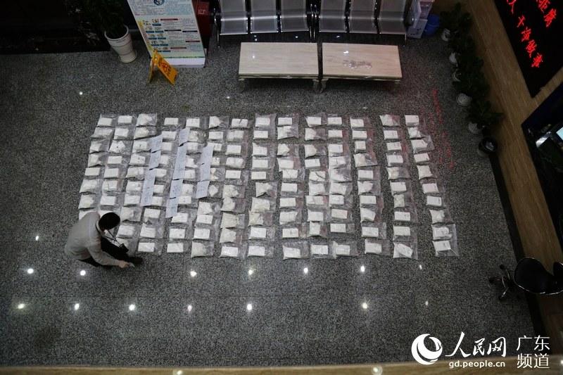 广东警方切断一江湖x科尔萨刀和饰品香港毒枭操控跨境毒品链条缴获可卡因400公斤为全国之最