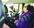 后排安全带,在哪儿呢?        有多少乘客把后排安全带当回事呢?有多少司机履行了提示义务?交管部门对此态度如何?