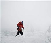 69岁无腿老人成功登顶珠峰