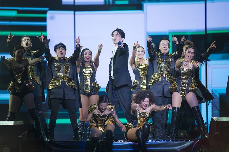 迪玛希深圳演唱会在龙岗大运中心开唱