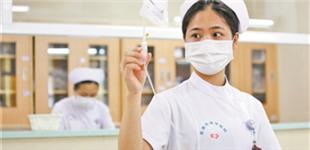 东莞计划今年底全面停止门诊输液     从8月1日起,东莞9家市属医院和3家三甲医院将率先停止门诊输液,并逐步向其他医疗机构铺开。