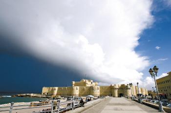 亚历山大灯塔遗址坐落在亚历山大市滨海大道西端