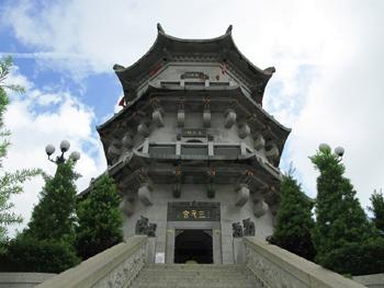 玄武山旅游区内依山丘建筑的元山寺