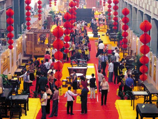 红木家具艺术博览会在佛山乐从镇举行