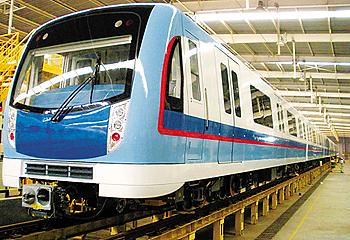 广州地铁5号线第一列列车-广州5号线列车编组弃4改6图片