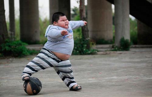 实拍:佛山4岁120斤大肥仔的另类v另类图艾玛斯通表情包动图片